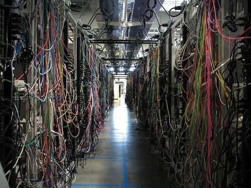 Najgorzej okablowane serwerownie - mroczny korytarz