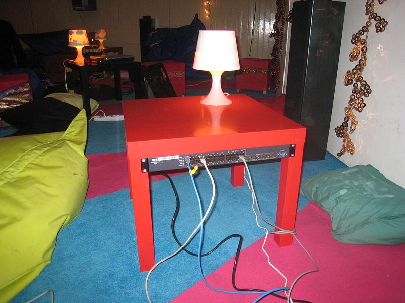 LackRack - Szafa RACK 19 Ze Stolika IKEA - do pokoju dziecięcego
