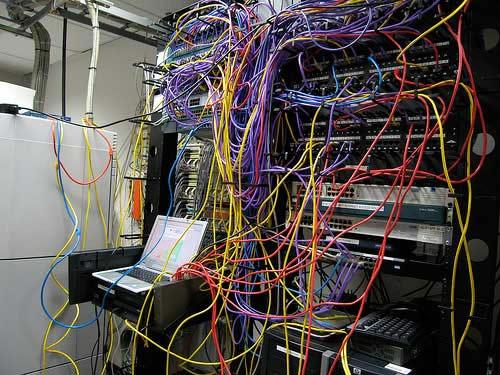 Najgorzej okablowane serwerownie - ciężko podejść