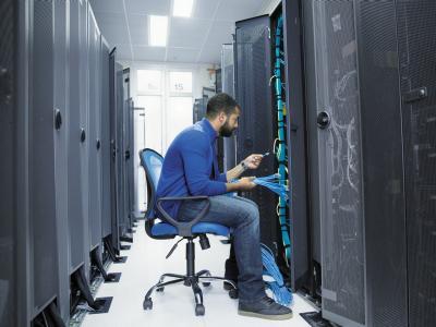 tech-server-racks-16x9.jpg.rendition.intel.web.400.300
